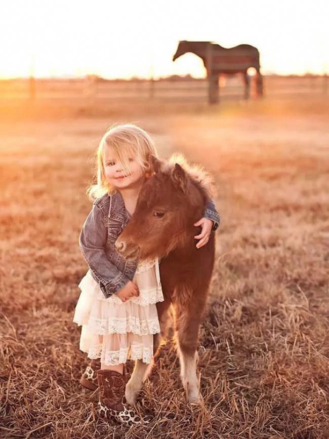 cavallino e bimba