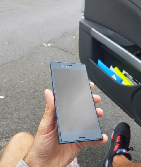 تسريبات مصورة لهاتف Xperia F8331 تكشف عن تصميم مميز للهاتف