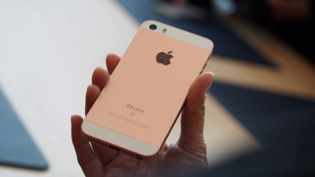 iPhone SE hands on