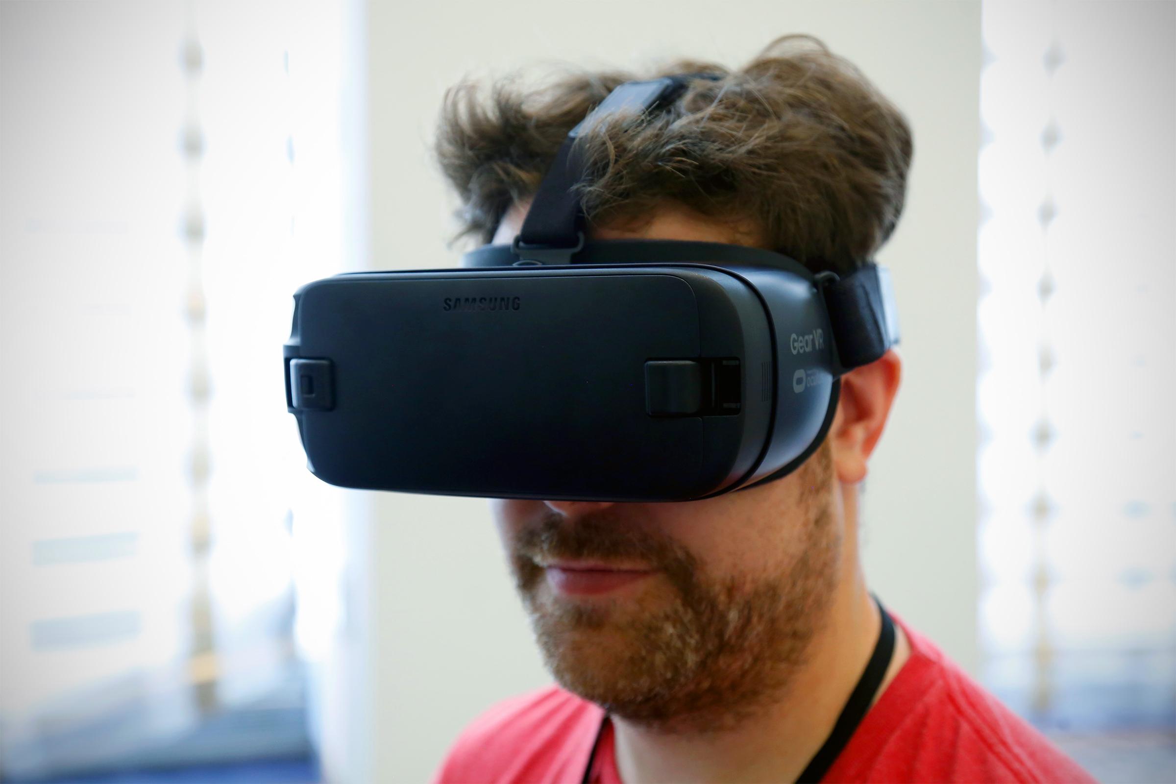 سامسونج تكشف عن الإصدار الجديد من Gear VR بمجال رؤية 101 درجة