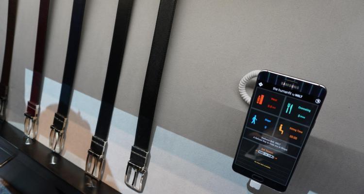 samsung-welt-with-phone