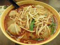 Sopa picante con bolas de pescado
