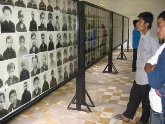 Fotos de víctimas en la S-21 (2)