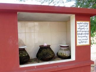 Jarras de agua públicas en Myanmar