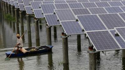 Chinese solar power on the water