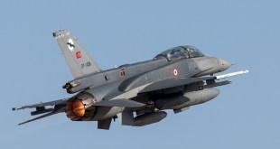 F-16D van de Turkse luchtmacht © Leonard van den Broek
