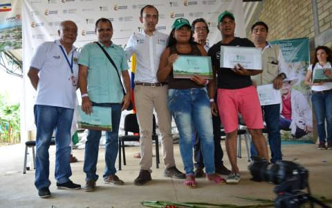 EN CAREPA FUERON ENTREGADOS 82 TÍTULOS DE PROPIEDAD A IGUAL NÚMERO DE CAMPESINOS