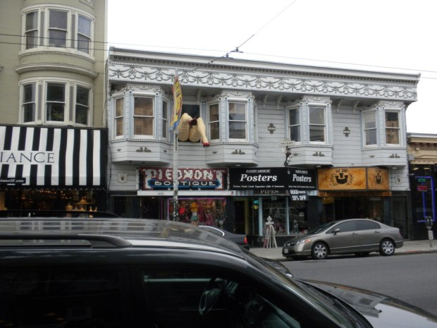 Haight Ashbury legs SF 620x465 La Culture Sociale et Urbaine de San Francisco en voie de disparition?