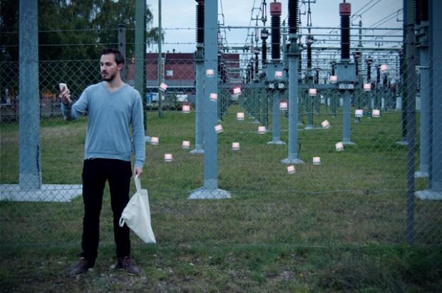 Source : Dennis Siegel_Designer et Photographe invente un appareil capable de recharger de transformer les champs électromagnétiques en énergie
