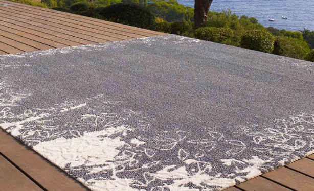 Hand Tufted Outdoor Rug Collection fers Quality and fort