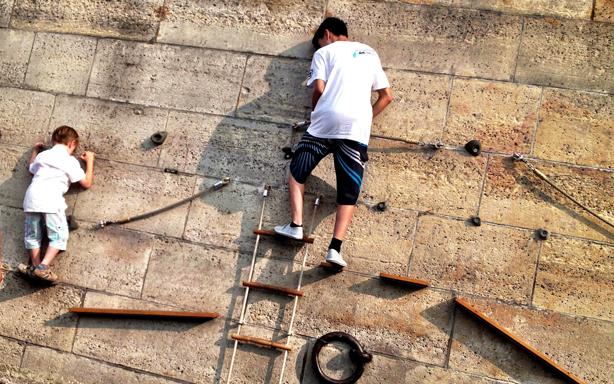 climbing-wall-berges-de-paris-urban-observer