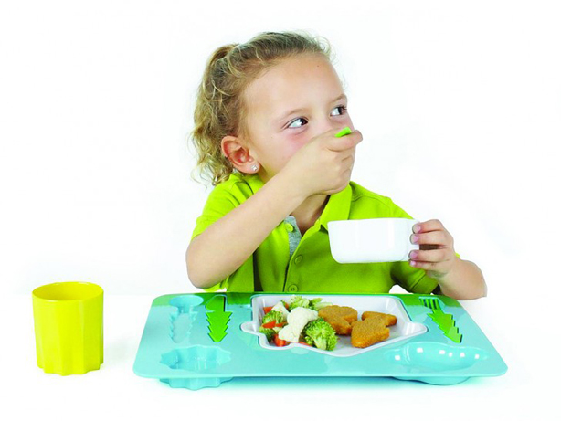 landscape-dinner-set-kids-using