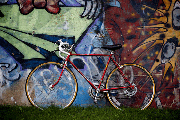 cara-jo-miller-flickr-urban-grafitti-backdrop-for-bike