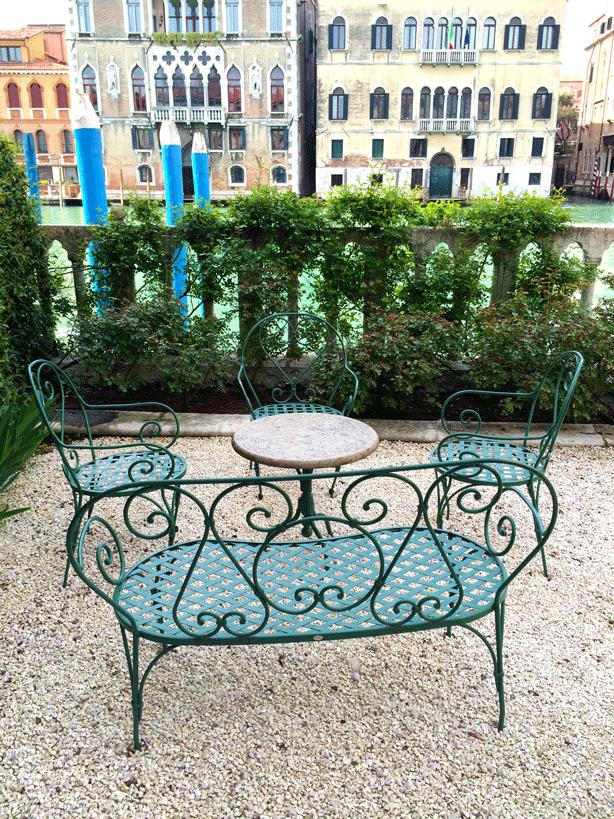palazzo-barnabo-garden-seating-on-canal-614