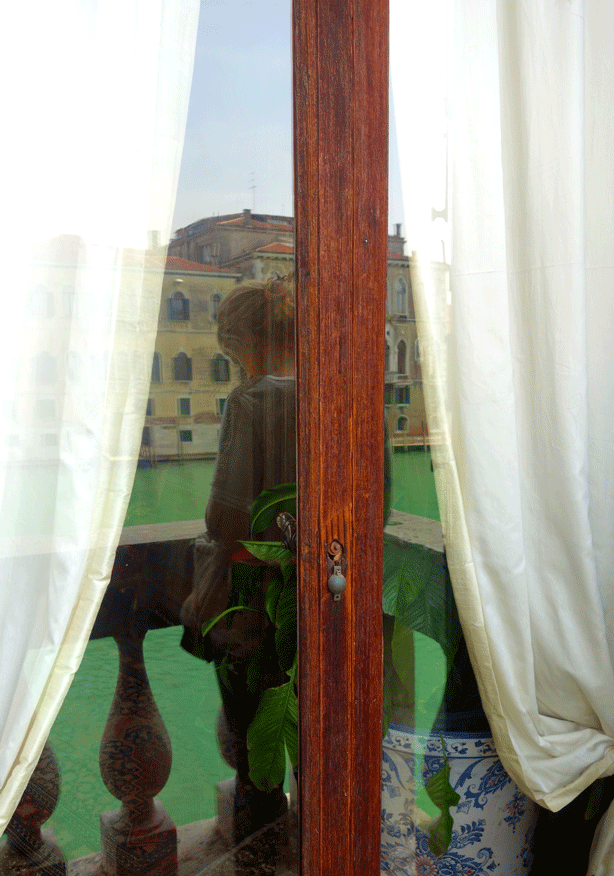 pallazzo-barnabo-window-on-canal