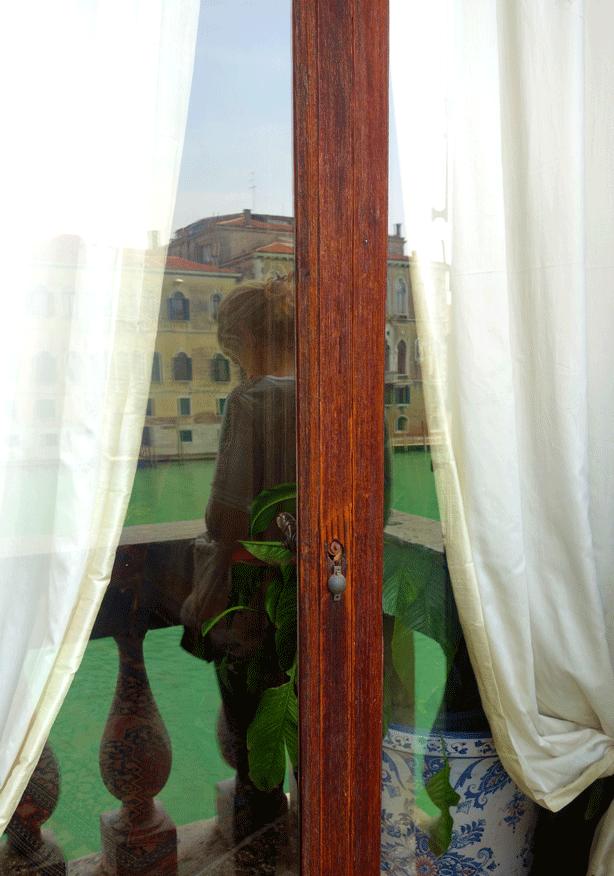 pallazzo-barnabo-window-on-canal