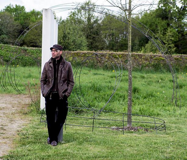 francis-beninca-standing-by-his-work_urbangardensweb
