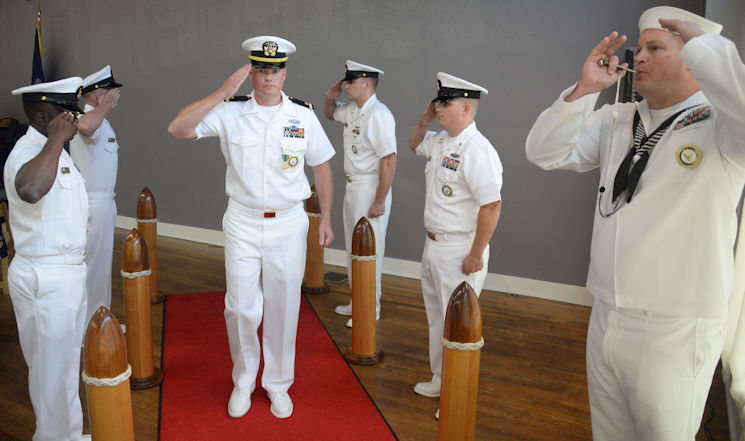 USA Patriotism! Article \u003e The Commissioning Of An Enlisted