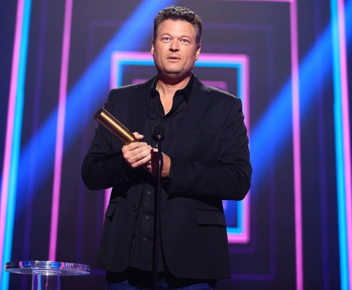 Blake Shelton Gives Sweet Shout Out to Fiancee Gwen Stefani E! People's Choice Awards 2020