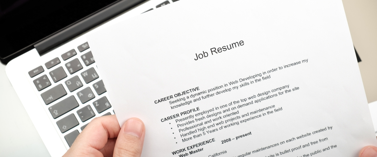 What\u0027s the Difference Between Your Resume and Your LinkedIn Profile