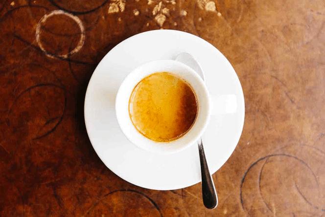 On offre le café à la fin du repas