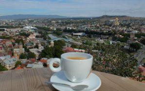 Bir kahve fincanı gibisin Tiflis…