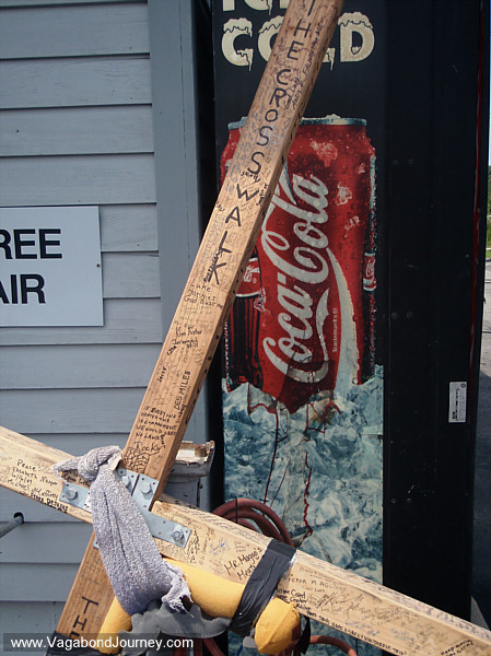The cross that Tom Helling is walking with from Maine to Mexico