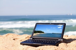 laptop on the beach_DCE