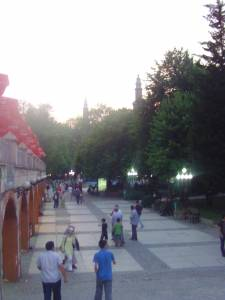 Street scene in Bursa, Ulu Mosque