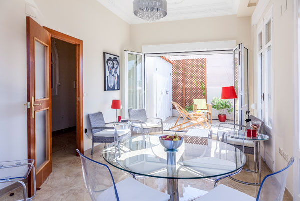 APARTMENT WITH TERRACE FOR SEASONAL OR TOURISTIC STAY IN VALENCIA CENTER
