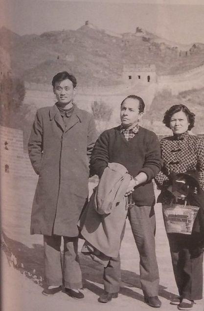 EL poeta en la Muralla China (China) en 1960.