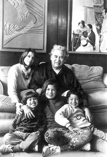 El poeta con su familia: su viuda Ingrid Sipkes y sus hijos. C. 1990