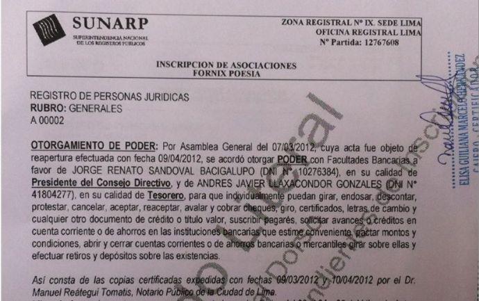 Certificado Literal de la Sunarp del poder otorgado a Renato Sandoval y a Javier Llaxacóndor para disponer de la cuenta bancaria de la Asociación Fórnix-Poesía.