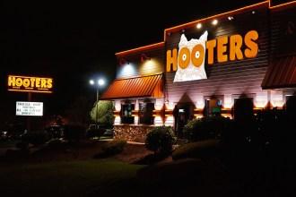 Hooters_Restaurant (1)