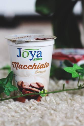 kaffe-latte-macchiato-joghurt-vegan