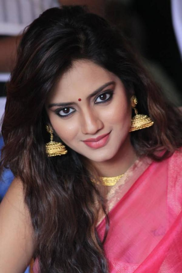 Atheist Quotes Wallpaper Actress Nusrat Jahan Saree Photo Veethi