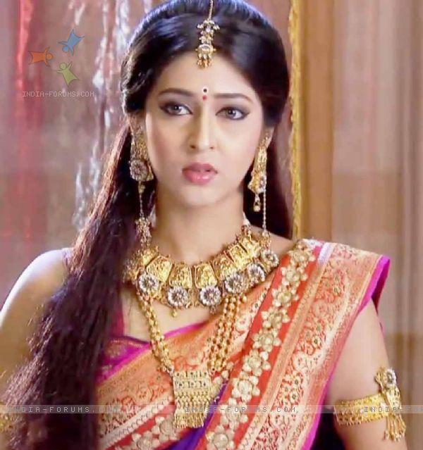 Badminton Quotes Wallpaper Actress Sonarika Bhadoria In Cute Saree Veethi