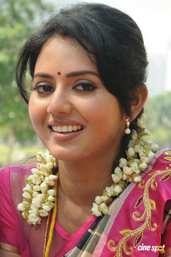 Child Wallpaper Hd Actress Vidya Pradeep Cute Photos Veethi