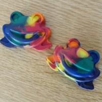 rainbow frog crayons