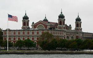 Pas d'église à Ellis Island, même si les tours du bâtiment principal évoquent des clochers.