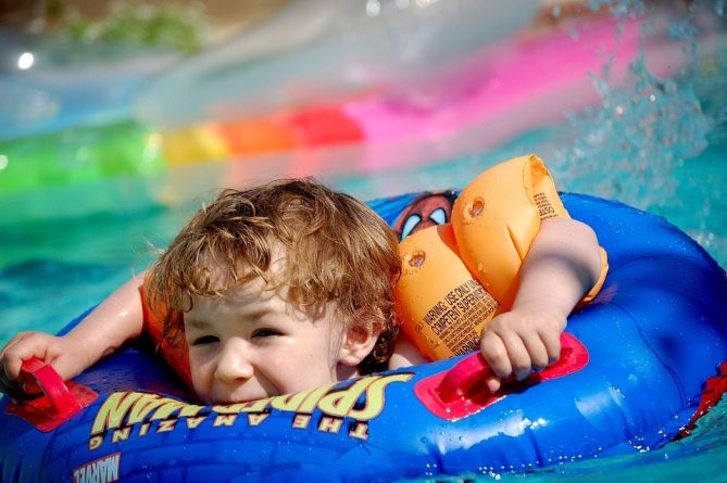 4 Things to Avoid When Planning a Budget Pool Party