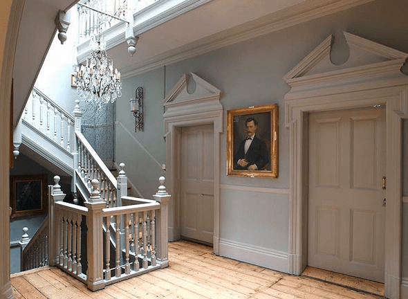 Greek revival verhext for Farmhouse interior design characteristics