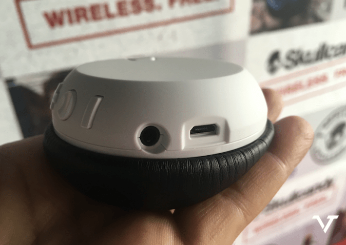 SkullCandy Grind Wireless Charging Slot & 3.5mm Headphone Jack