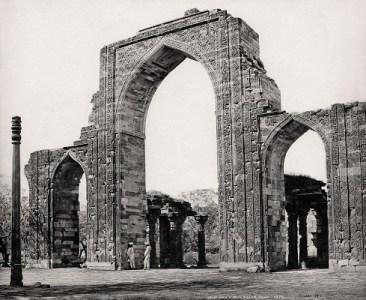 Delhi, The Great Arch and the Iron Pillar at the Qutub Minar