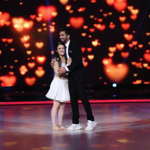 Radhika with Shahid Kapoor on the sets of Jhalak Dikhla Jaa Reloaded