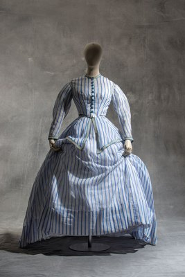 Robe à transformation (two-piece gown), 1868-1872, cotton organdy
