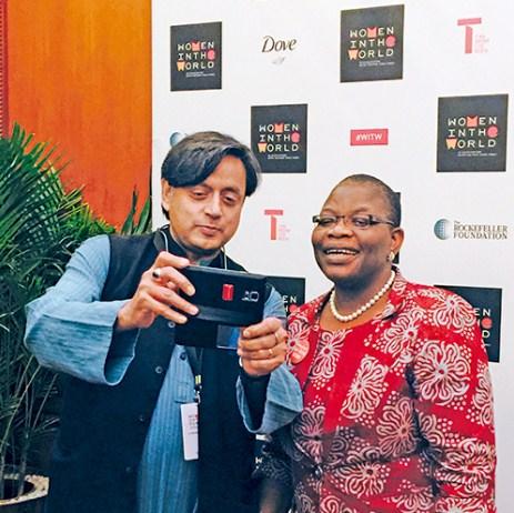 Shashi Tharoor taking a selfie with Obiageli Ezekwesili