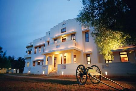 Visalam: antique-filled suites