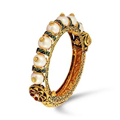 Velvetcase.com bangle, in 18-carat gold