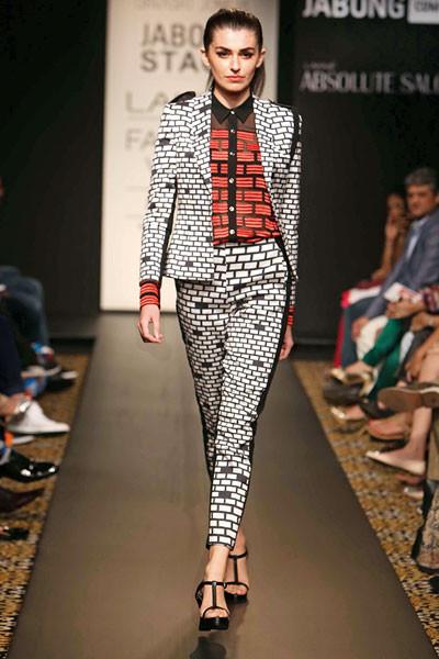 Urvashi Joneja, Lakme Fashion Week 2014